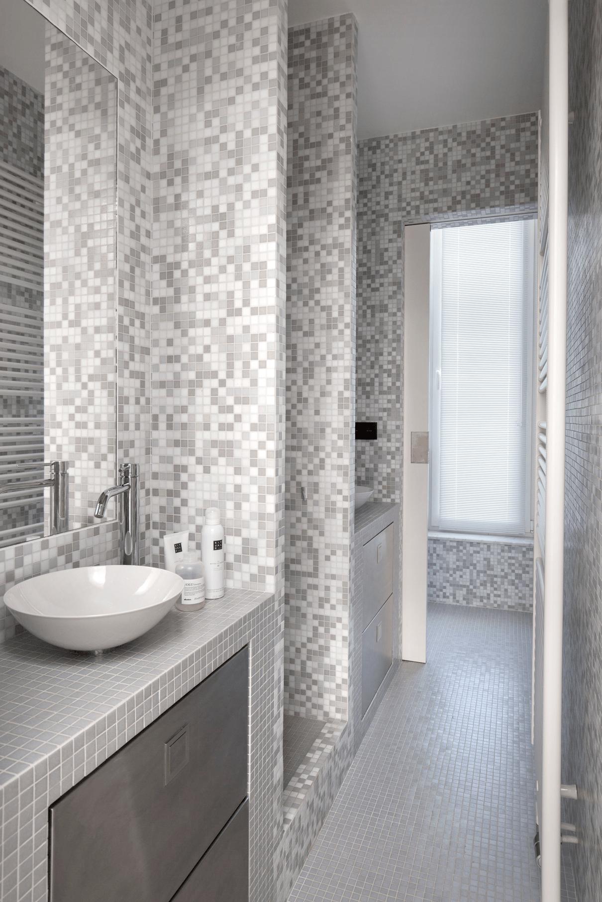 Twin Bathroom 1