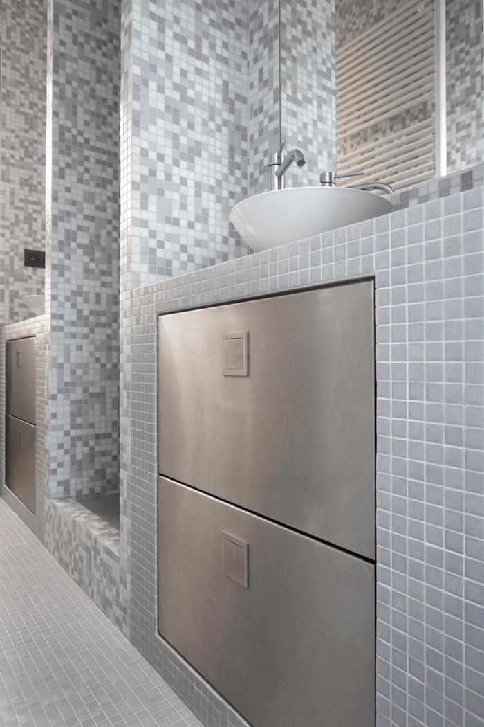 Twin Bathroom 2