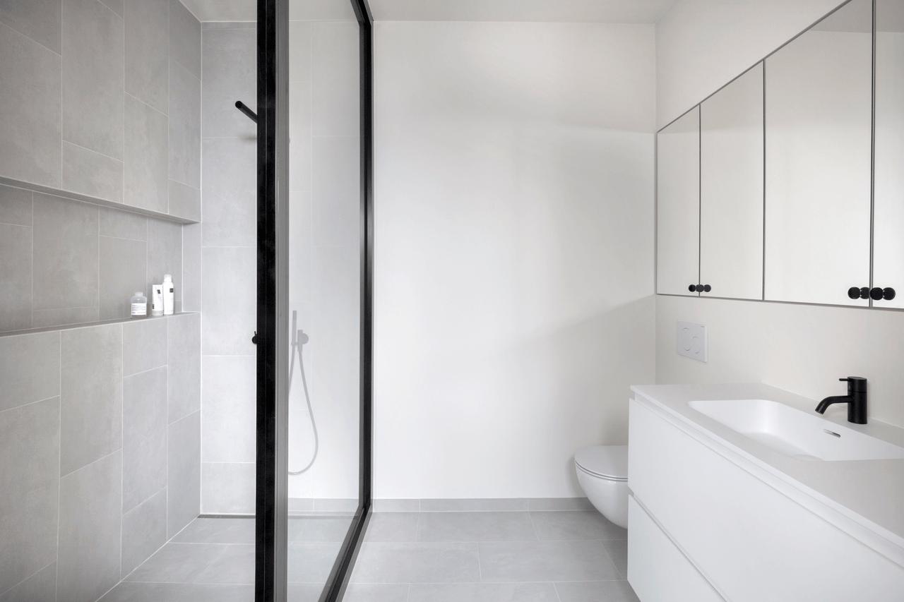 Dressing & Bathroom 4